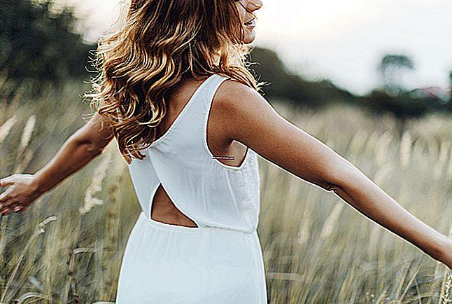 10 wskazówek, jak wyeliminować spocone zapachy z ubrań.