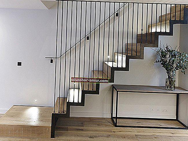 Оригинальные перила для лестницы своими руками с морской веревкой.