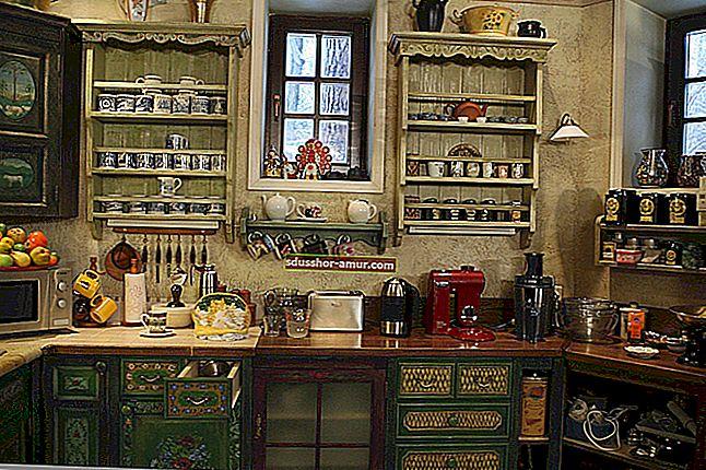 17 гениальных советов по экономии места на маленькой кухне.