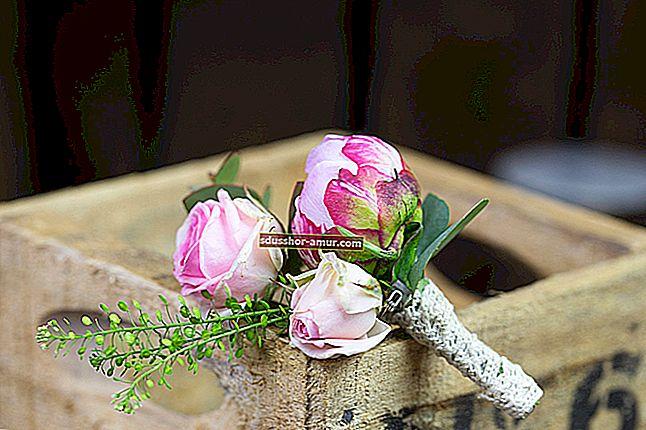 Как сделать очаровательный букет цветов из обрезков пряжи.