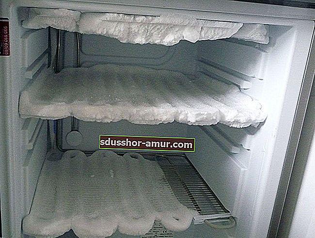 Как ОЧЕНЬ быстро разморозить морозильную камеру с помощью фена.