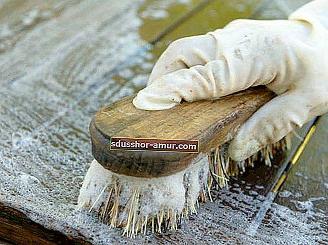 Неожиданный совет, как легко очистить деревянный стол.