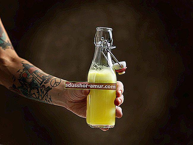 Легкий способ очистить внутреннюю часть бутылки.