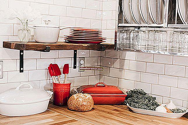 Как лесно да почистите петна от мазнини от кухненски мебели.