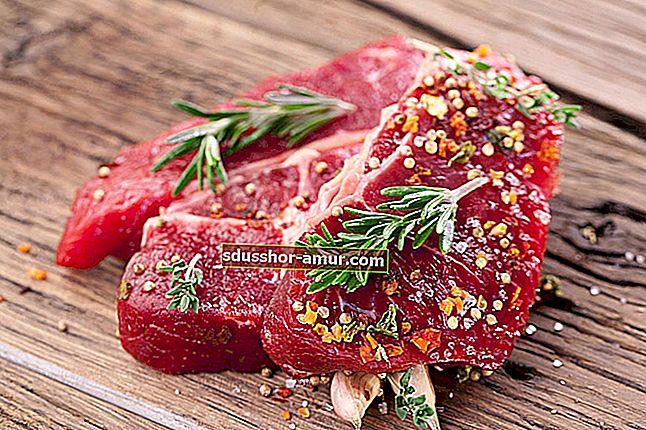 Трикът за бързо размразяване на месото.