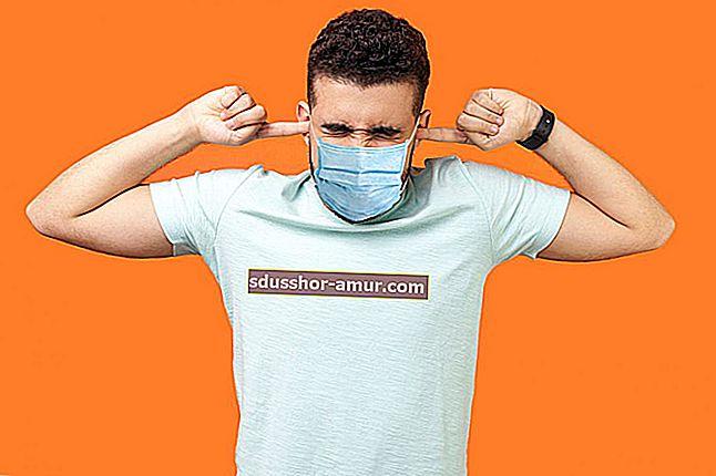 Ношение маски: 5 эффективных советов, как избежать запотевания очков.